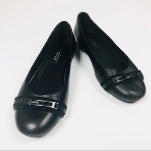 Ecco black leather flats